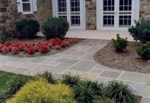Full Color Range Natural Cleft PA Flagstone Walkway