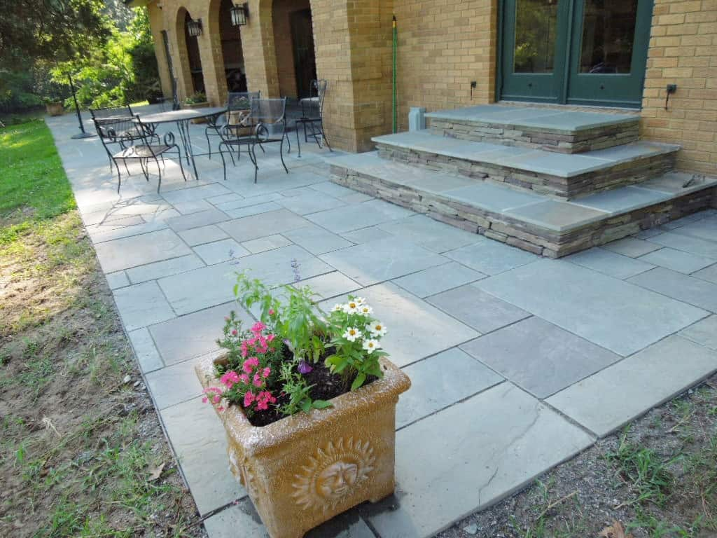 Flagstone Patio With Stone : Robinson flagstone dry stack wallstone