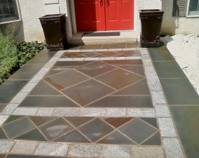 Variegated Thermal Paving with Belgium Block Inset